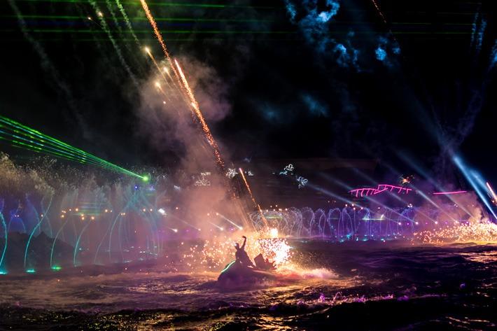 Chimelong-Ocean-Kingdom-Fireworks-Jetski